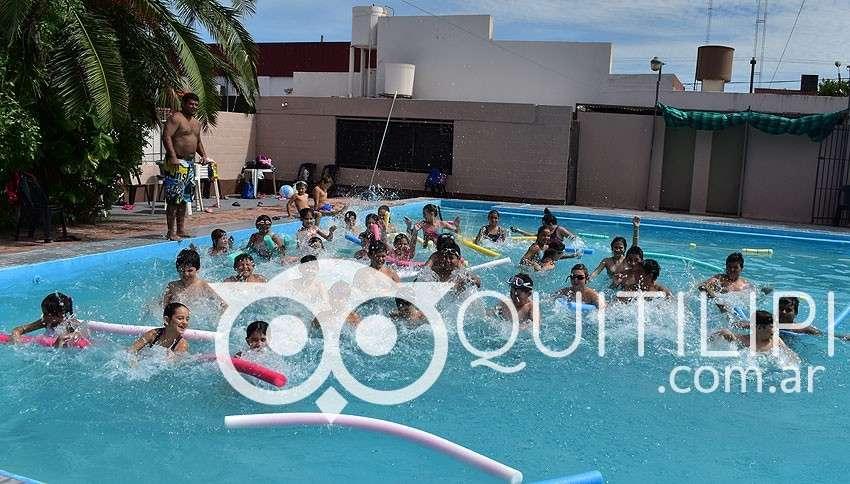 La escuela de natación Acuarium refrescante y divertida 2