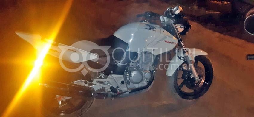 Ocurrió anteanoche. Agentes de GMQ secuestran una moto robada y droga 3