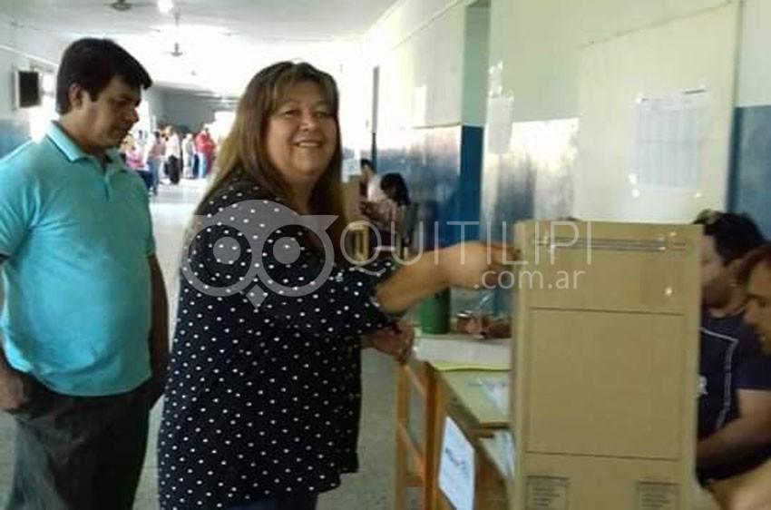 A puro festejo por el triunfo de Alberto y Cristina en Quitilipi 9