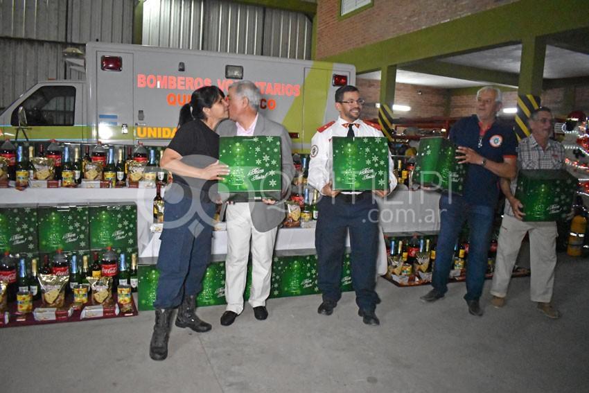Entregaron presentes de navidad a Bomberos Voluntarios 6