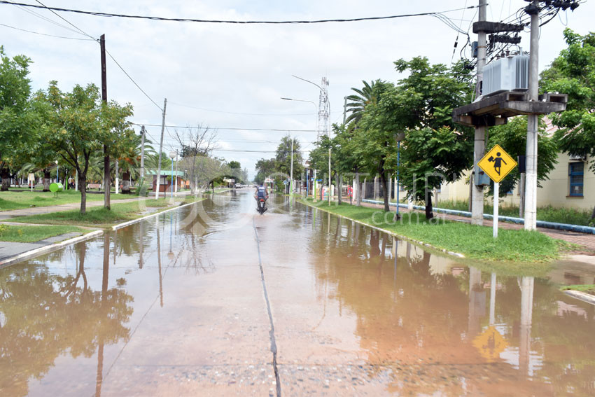 Ciento treinta milímetros dejó a Quitilipi bajo agua y sin corsos 17