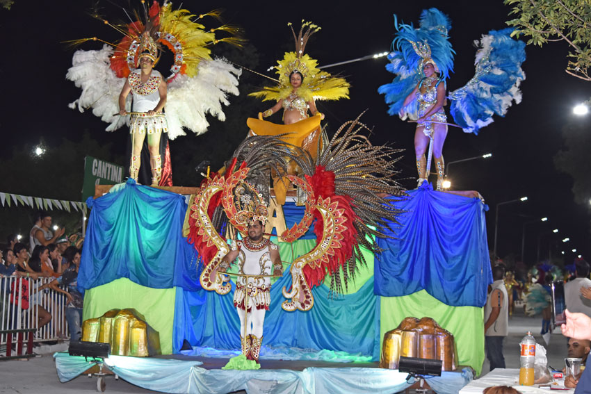 Maravilloso espectáculo de color y alegría dejaron las comparsas en la noche inaugural 13