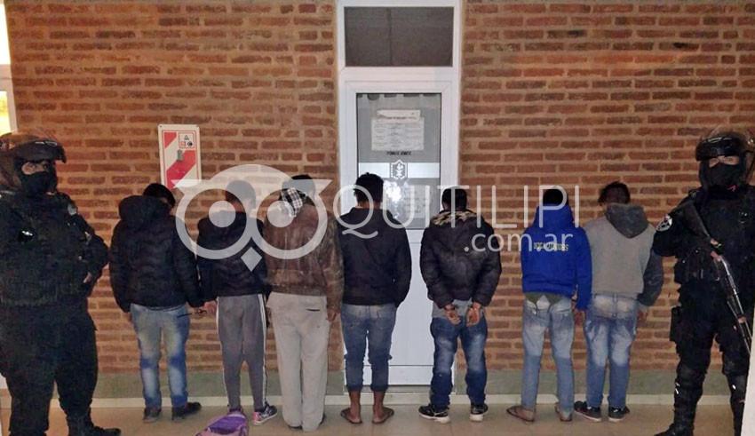 Estaban a las piñas hasta que llegó a policía y los metió presos 8