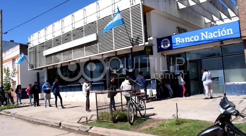 A punta de pistola roban un millón de pesos frente al Banco Nación 4