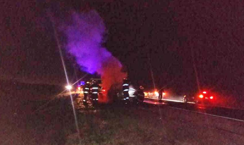 Se prendió fuego una camioneta en plena Ruta 16 7