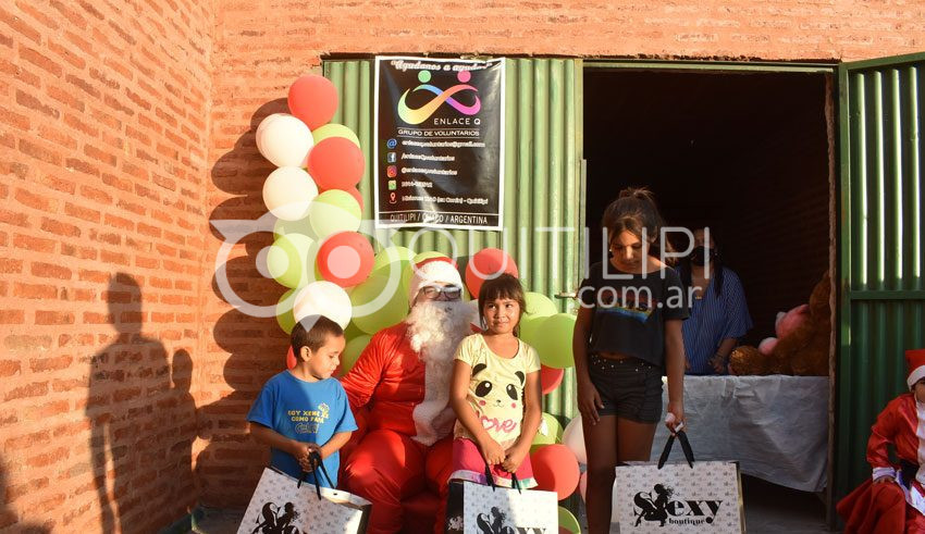 Enlace Q y Papá Noel repartieron regalos y mucho amor 9
