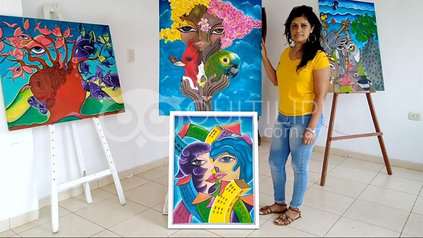 La pintora Carolina Saucedo, conforme y agradecida con la Feria del Libro 18